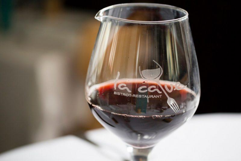 Bar à vin, Bistrot La Cave au centre de Saint-Louis